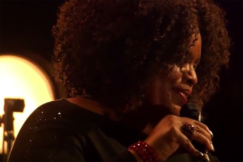 Dianne Reeves - Waiting in Vain (Bob Marley Cover)